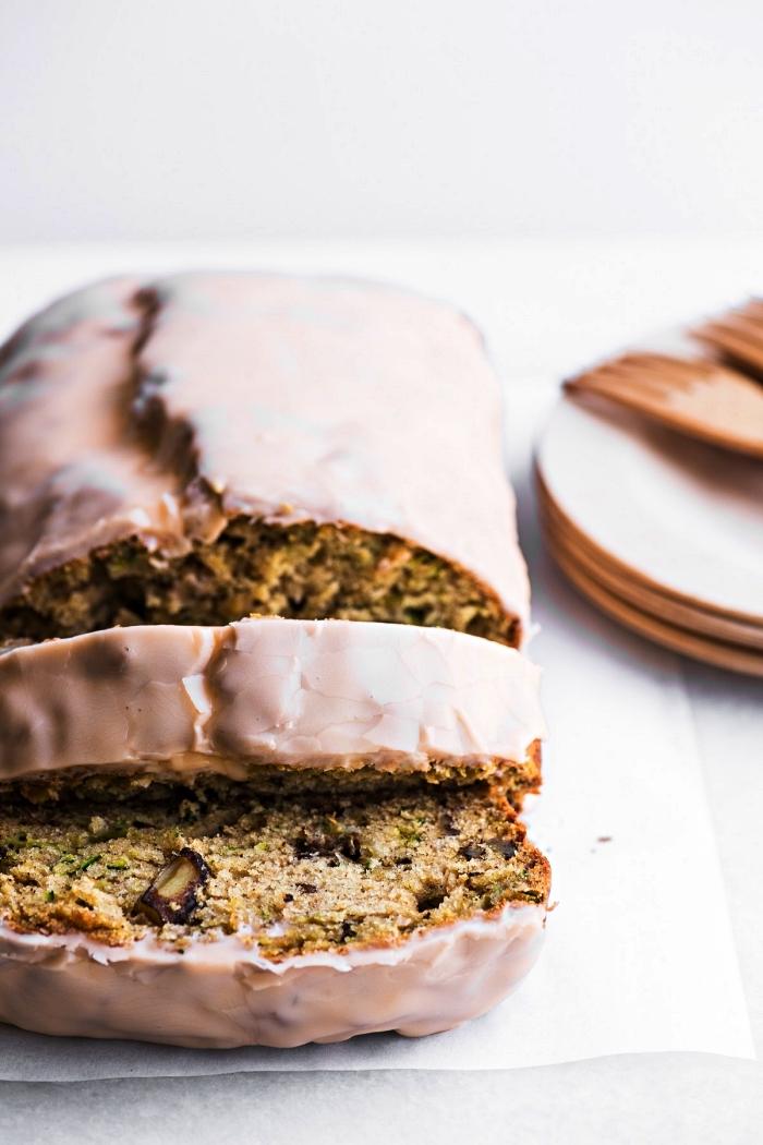 pain aux courgettes et aux noix et son glaçage à l'orange, idée dessert aux courgettes