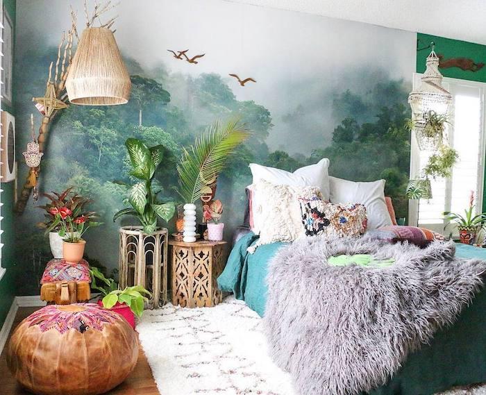 papier peint tropical, pouf oriental, linge de lit boheme chic, suspension et table de nuit orientale, tapis moelleux, plaid animal