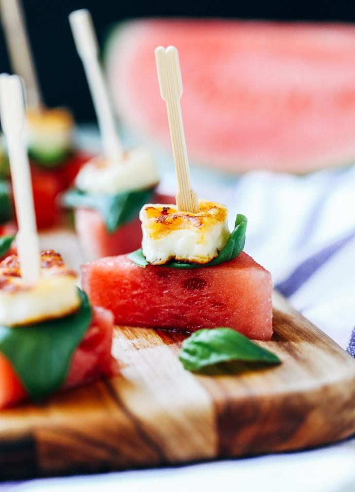 fromage de chèvre, melon d eau, basilic frais, bouchées apétissantes, pastèque et halloumi