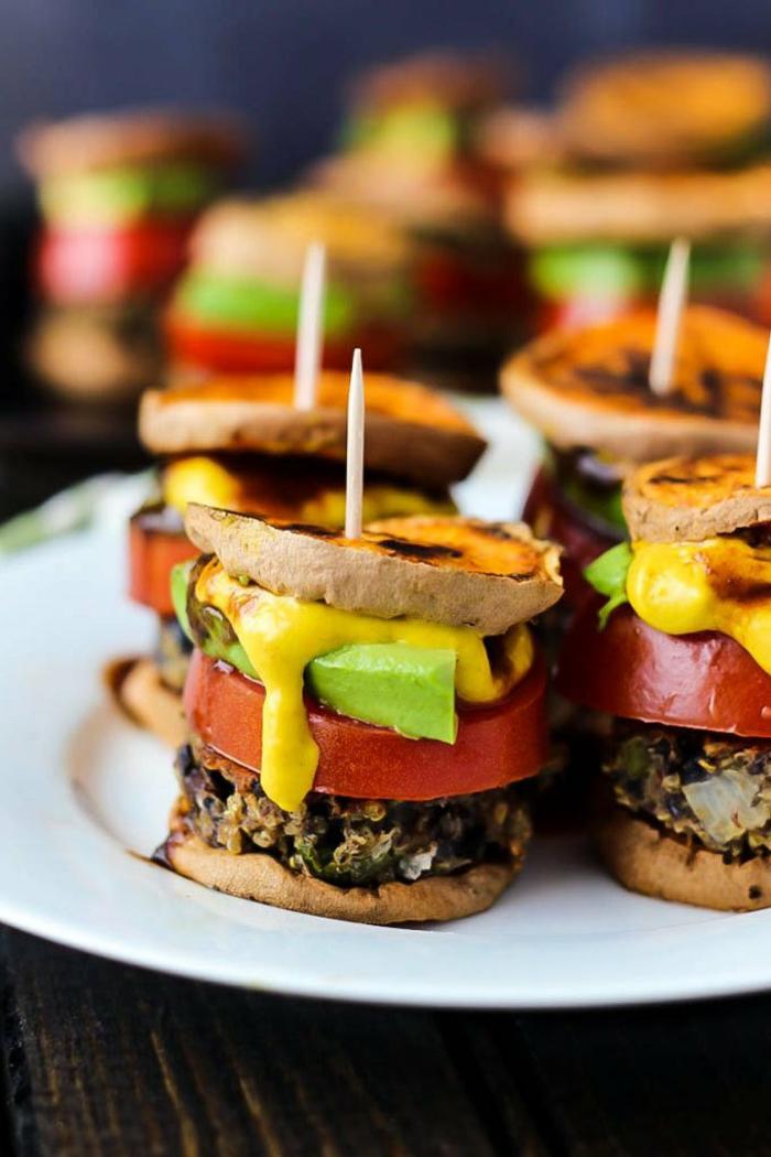patates vegan, courgettes, tomates en rondelles, moutarde, mix de ris et épinards, bouchées salées végétariennes