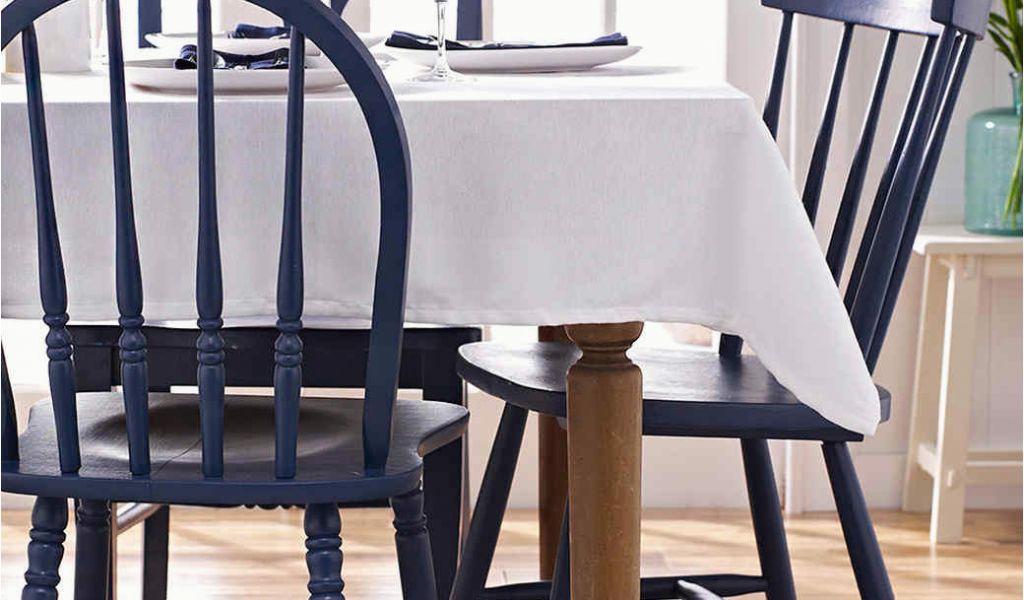 peindre une chaise en bois peut permettre de renouveler sa décoration intérieur à moindre frais