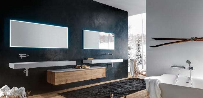 aménagement salle de bain spacieuse moderne avec mur noir et mur blanc à parquet bois clair, exemple de double vasque salle de bain