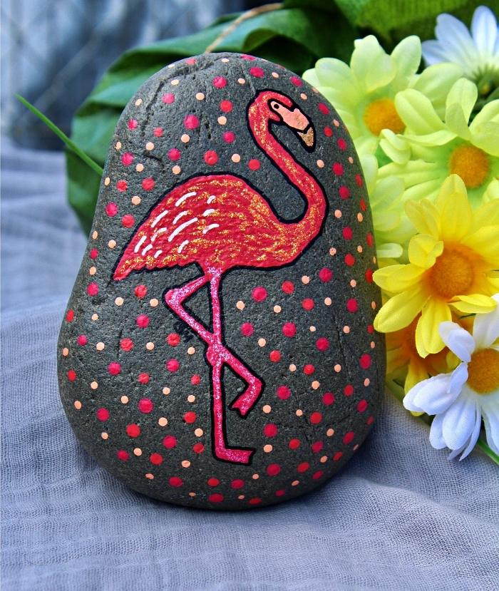 peinture sur galet flamant rose, l'art de la peinture sur galets, idée d'activité créative et ludique avec des galets