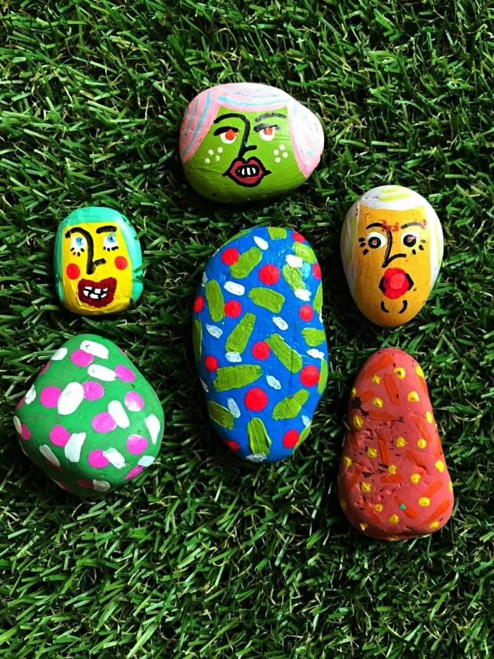 personnages amusants en galets décorés à la peinture acrylique, activité de peinture sur cailloux pour les vacances d'été