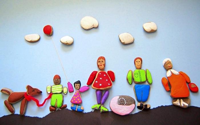 peindre des galets personnages, les membres de la famille en galets, activité manuelle facile et rapide pour les tout petits