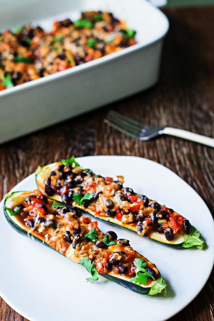 recette facile et rapide pour le soir, enchiladas aux courgettes, farcies à la mexicaine, courgettes farcies aux haricots noirs et