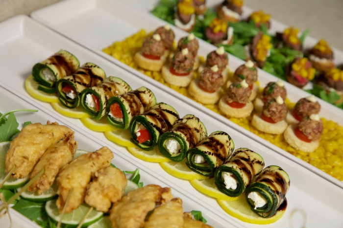 rondelles de courgettes, fromage, tomates, boules de viande, brochette apero, quatre plateaux