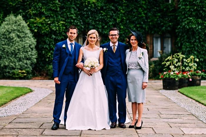 ensemble pour mère de la mariée, tenue de mariage bleu clair en robe droite à haut en dentelle et sa veste assortie