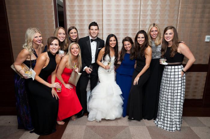 Les mariages réels, robe habillée, robe de cocktail pour mariage chic, idée tenue chic