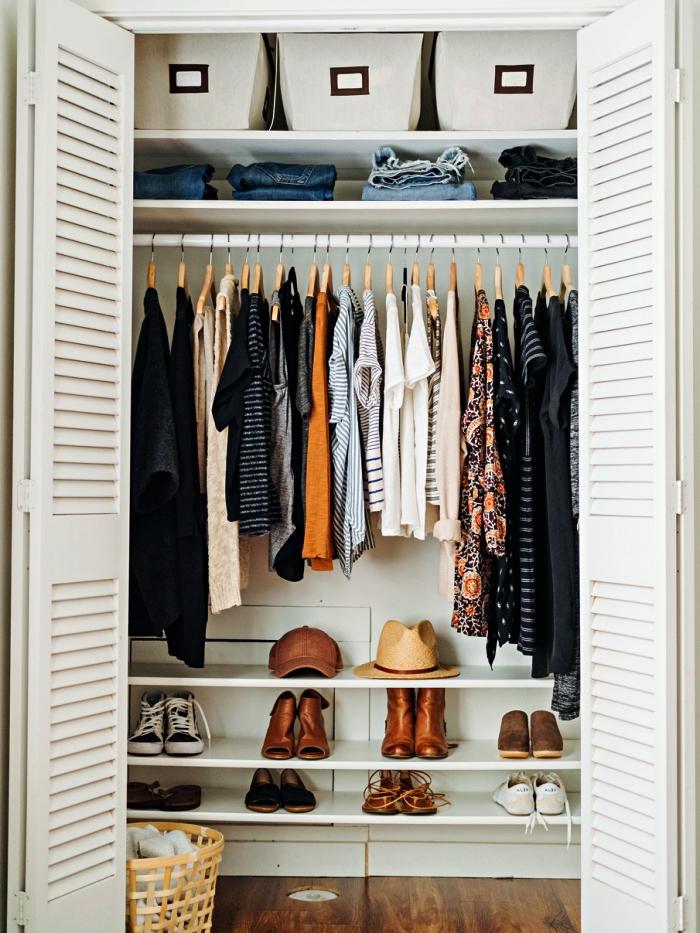 placard encastré avec penderie et étagères à chaussures et accessoires, meuble de rangement chambre à coucher