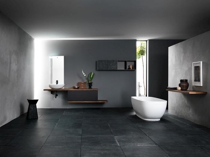 idée meuble salle de bain bois massif, salle de bain tendance aux murs foncés, décoration salle de bain en nuances de gris