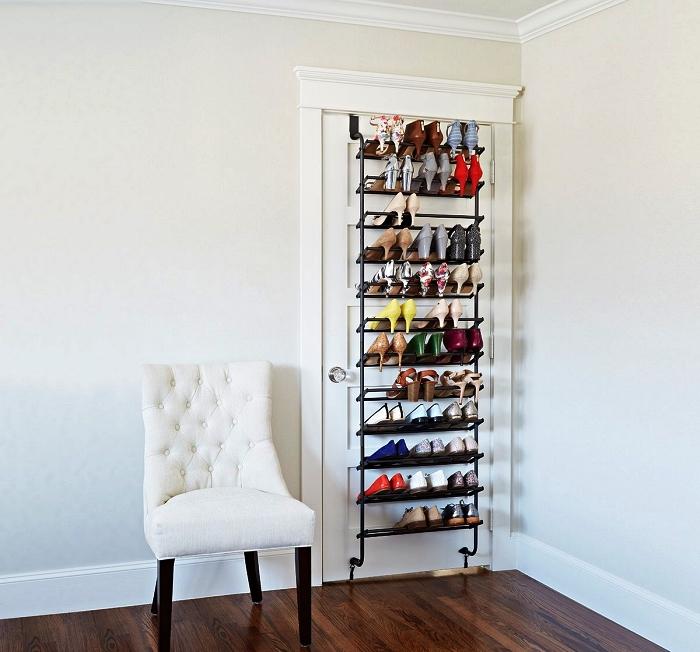 porte chaussures en métal à fixer derrière la porte d'une chambre ou d'une armoire, astuce rangement pour chaussures