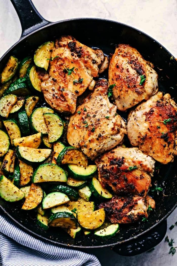 recette de cuisse de poulet avec courgettes sautées, recette facile et rapide pour le soir, repas simple et équilibré avec courgettes