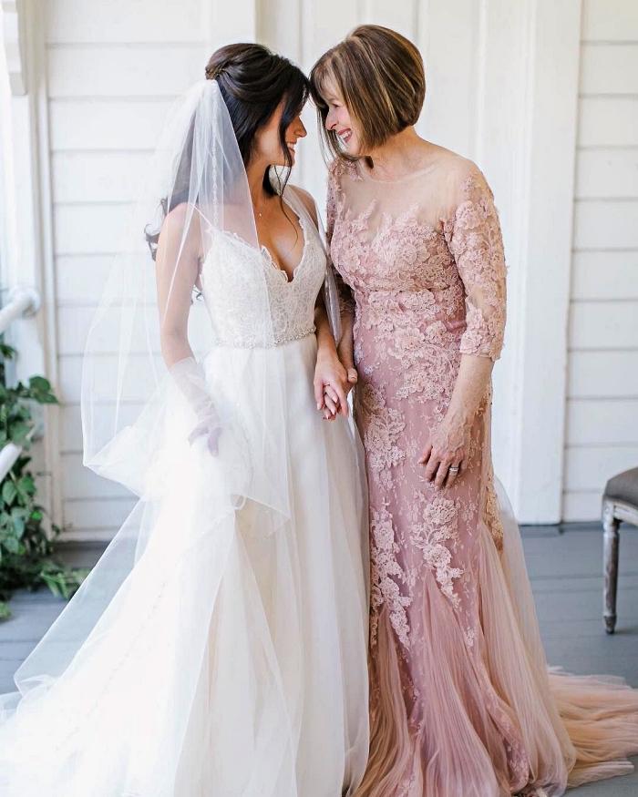 quelle robe choisir quand on est la mère de la mariée, robe de soirée pour mariage en dentelle et tulle rose