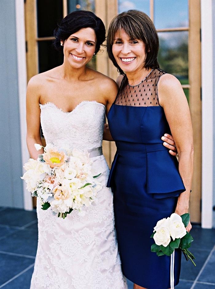 robe de cocktail péplum couleur bleu roi avec empiècement en tulle sur le haut, robe chic pour mariage idéale pour la mère de la mariée