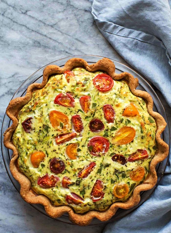 recette quiche de courgettes et tomates, comment cuisiner des courgettes, idée repas simple à base de courgettes