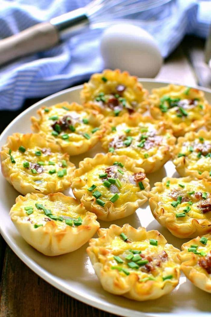 recette apéro dinatoire facile, quiche lorraine, fromage fondu, herbes fraiches, oeufs, sauce warcestirshire