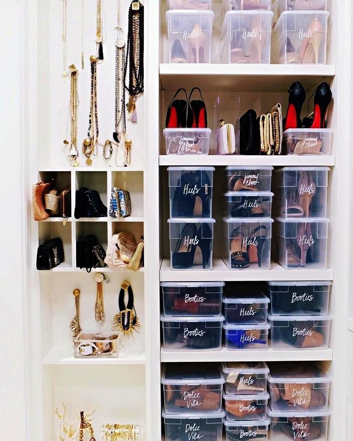 meuble a chaussures avec étagères et casiers, des boîtes transparentes pour mieux organiser ses chaussures