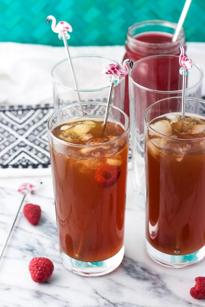 idée comment servir un thé glacé, thé glacé recette aux framboises et thé vert, boisson detox au thé vert et fruits
