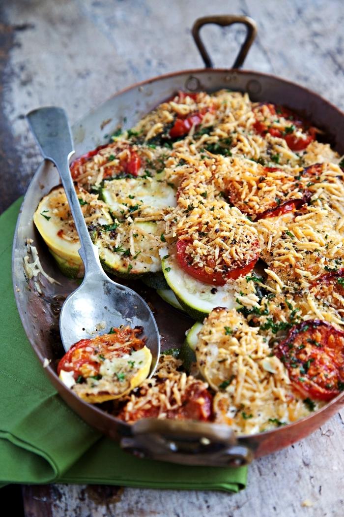 recette gratin de courgettes, tomates et oignon, recette gratin aux légumes facile et rapide, idée plat équilibré avec courgettes