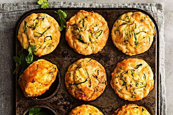 muffins salés aux courgettes, jambon et fromage, idée petit-déjeuner protéiné de muffins salés
