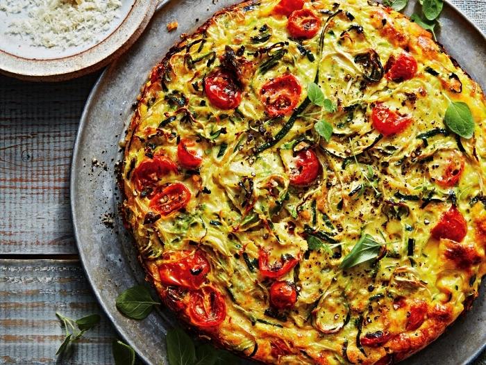 recette de pie à la courgette, tomate et oignon, idée plat gratiné à base de courgettes, recette gratin courgette rapide