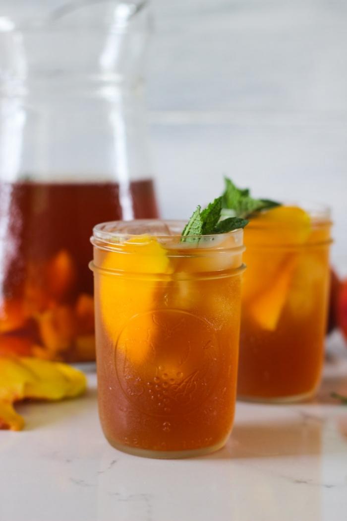 idée comment faire du thé à la menthe, recette ice tea pêche et menthe, faire une boisson froide facile au thé vert