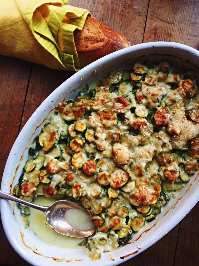 recette gratin de courgette au gruyère, idée repas gratiné pour l'été, casserole de courgettes gratinées