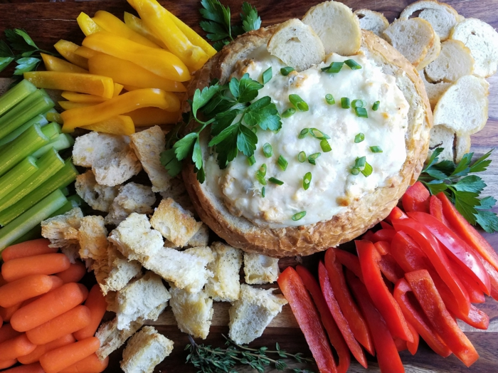 croutons, carottes vévés, poivrons rouges et jaunes, produits pour un apéritif léger