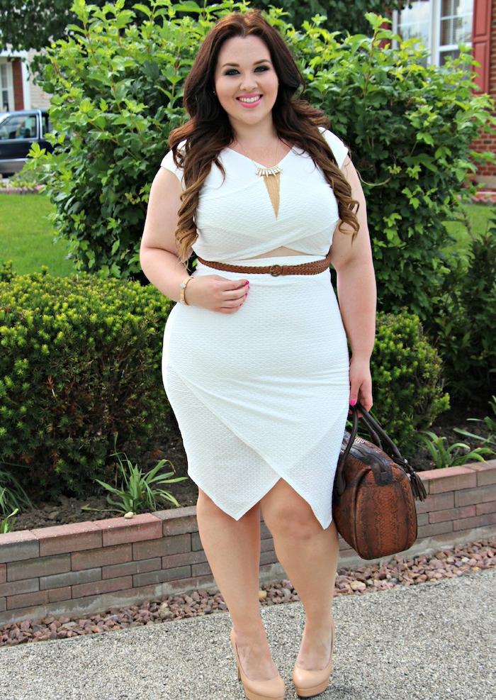 robe moulante cintrée pour une morphologie sablier, comment s habiller quand on est ronde, robe blanche