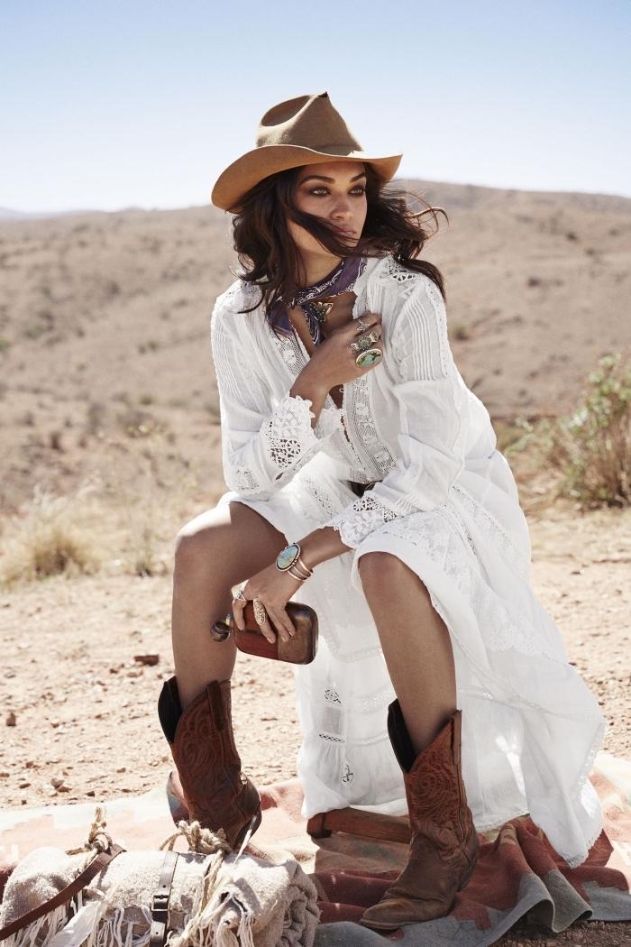 comment bien s'habiller avec vêtements style bohème, idée robe longue été fluide avec fente et manches brodées