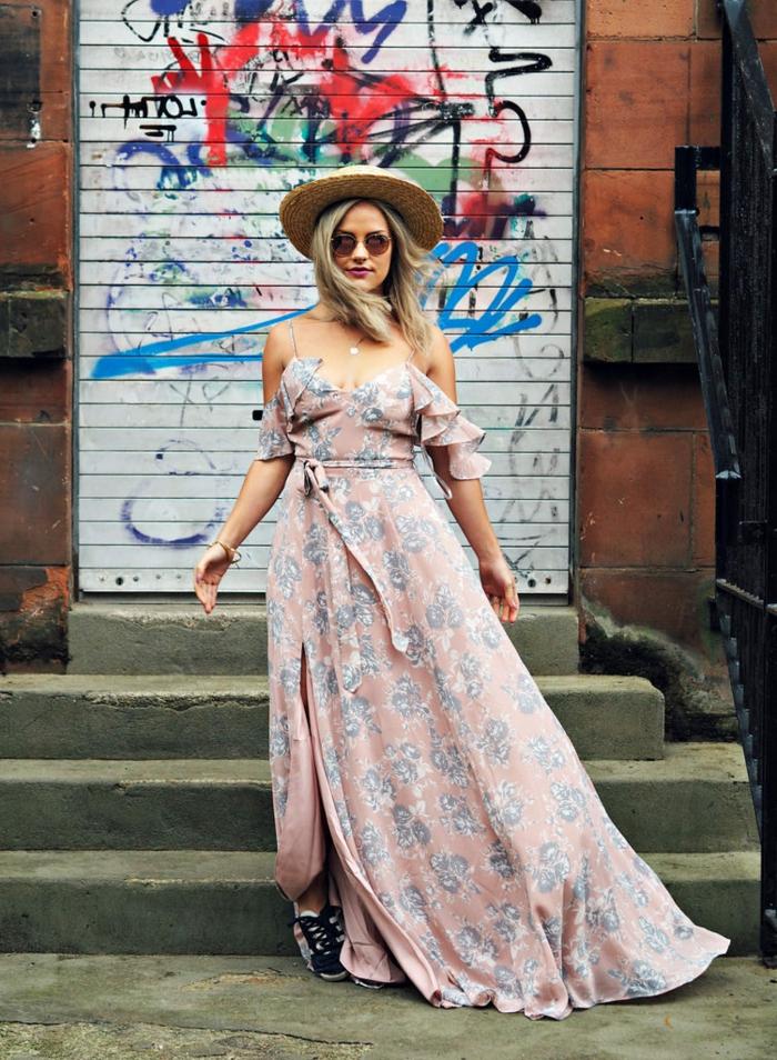 joli chapeau femme, lunettes de soleil, robe rose longue, fines bretelles, manches volants, chapeau d été pour femme