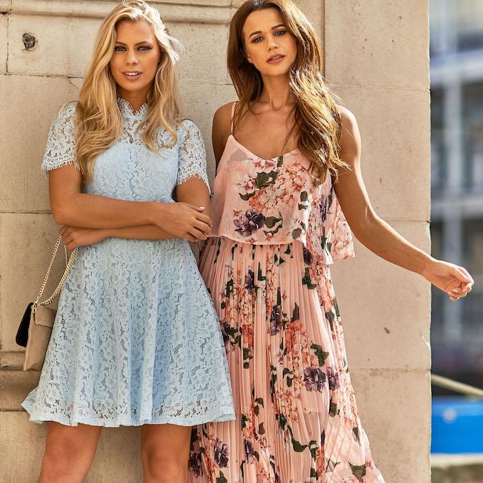 Longue ou courte robe, tenue habillée pour mariage, robe bohème chic mariage à la mode, deux amies bien habillées