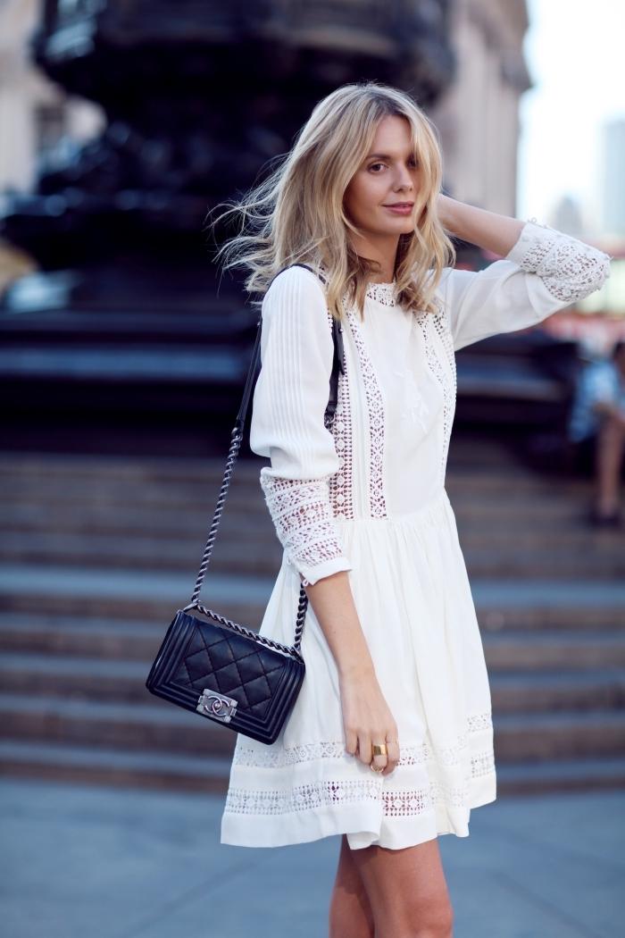 modèle de robe hippie chic dentelle courte avec jupe fluide et top à détails broderie aux manches longues à effet