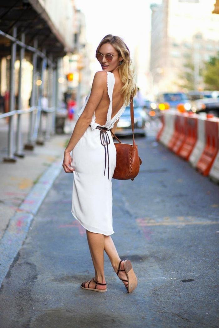 idée comment bien s'habiller pour une soirée en été femme, modèle de robe mi longue blanche avec dos ouvert