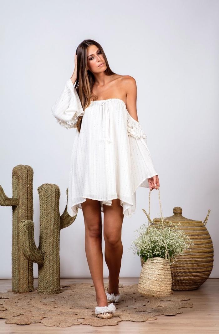 quels vêtements femme été style bohème chic, modèle de robe tunique fluide aux manches longues avec épaules dénudées