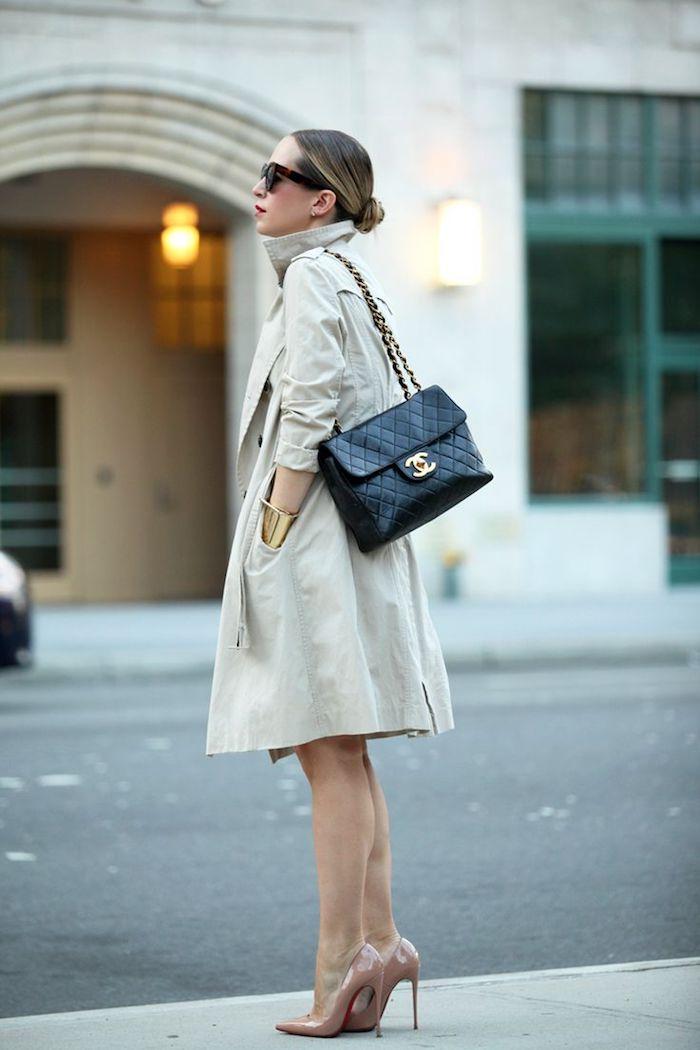 Manteau classe, sac à main Chanel, chaussures à talon couleur nude, tenue décontractée chic femme, être une femme stylee
