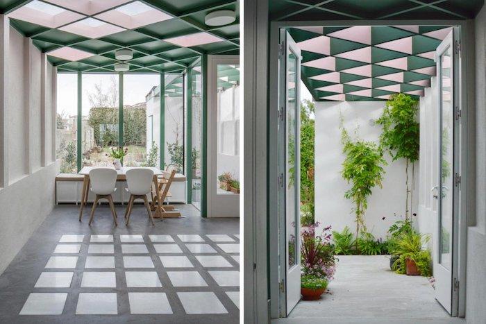 petite salle à manger style scandinave en extension avec plafond original à carreaux vitrés et sol de beton
