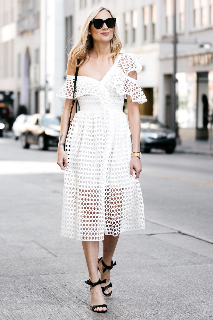 robe de soirée blanche mi longue avec jupe courte et épaule asymétrique, idée tenue en blanc et noir pour femme