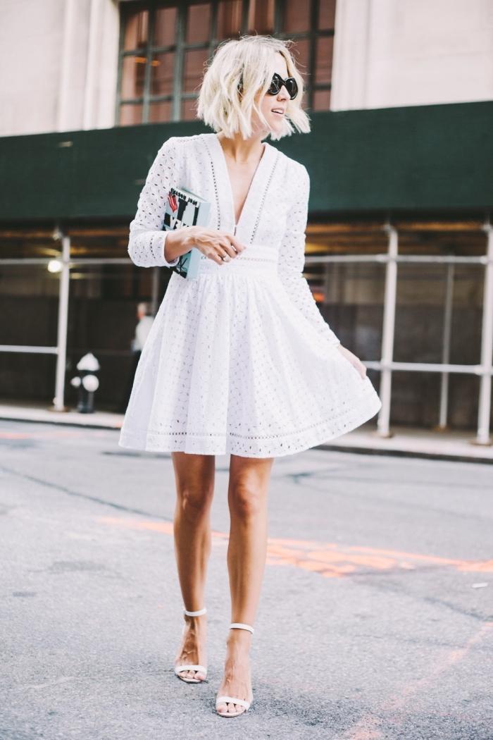 coiffure facile et rapide pour coupe carré dégradé, look total blanc en robe courte avec sandales, modèle lunettes de soleil rondes