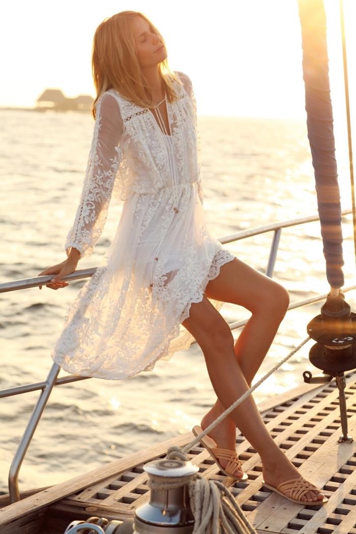 idée robe blanche boheme effet kimono, idée robe courte blanche aux manches transparentes brodées avec voile superposée