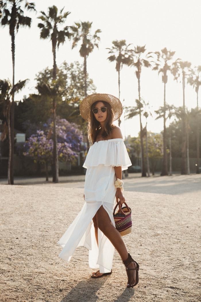 quelle robe blanche été pour look boho chic, modèle de robe longue fluide avec fente sur le côté et épaules dénudées