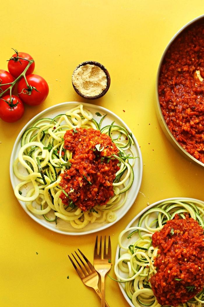 recette de spaghetti de courgette à la sauce bolognaise aux lentilles, recette avec courgette pour faire des pâtes faibles en glucides