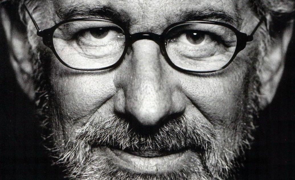 photo noir et blanc de Steven Spielberg s'associe qui va réaliser une série d horreur en format court pour la plateforme de streaming Quibi, diffusée uniquement la nuit