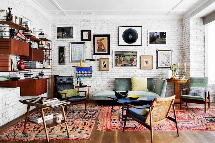 Tapis marocaine, salon avec trois tapis décoratifs, idée table basse de salon, deco boheme, tapis style berbere, deco marocaine