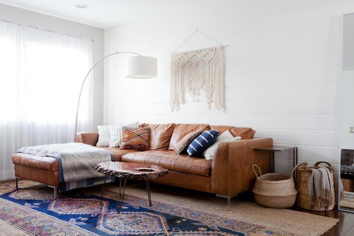 Canapé cuir en angle, cool idée salon, tapis style berbere, deco boheme chic, salle de séjour et chambre