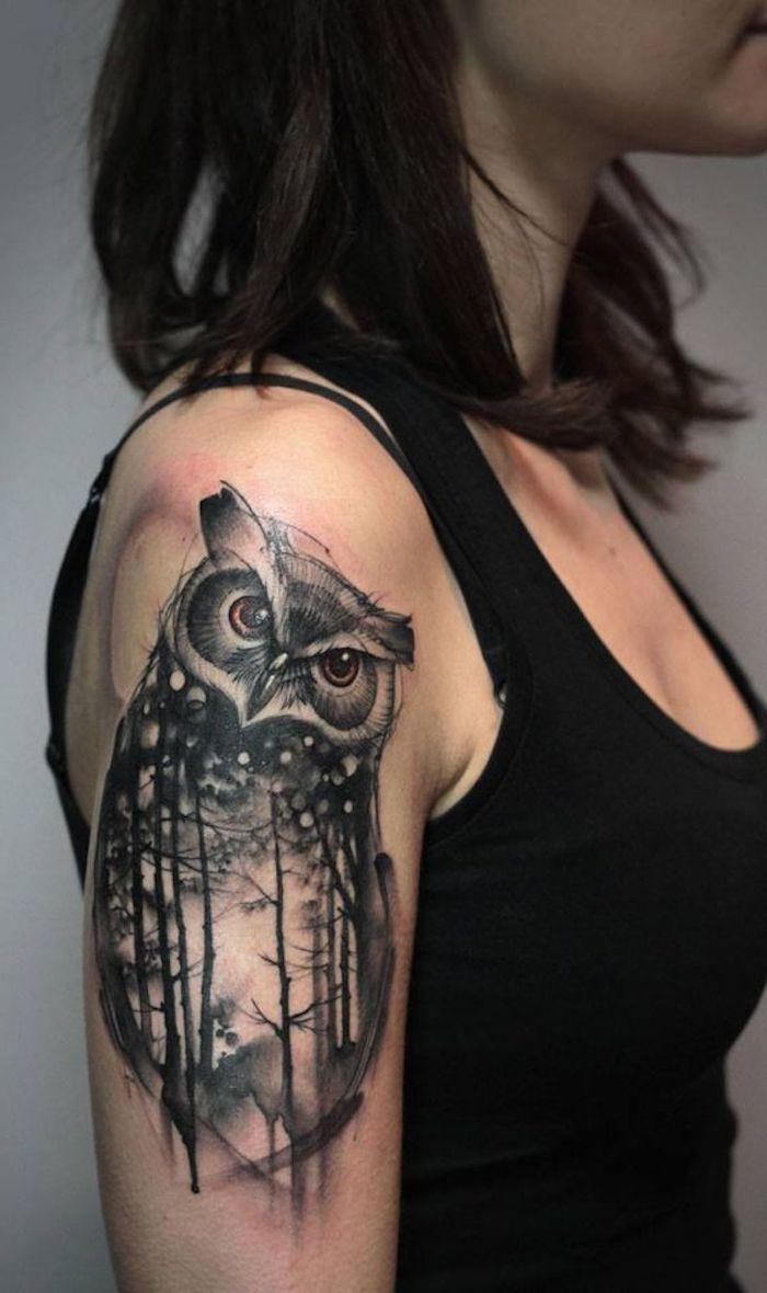 tatouage hibou épaule, forêt, design de tatouage noir, débardeur noir, cheveux châtain