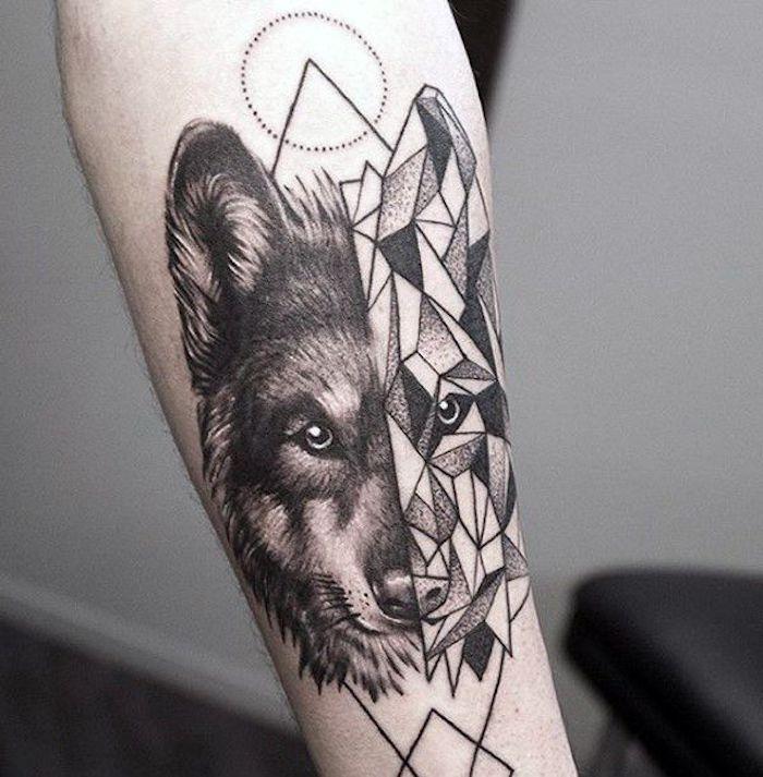 tatouage en noir et blanc, tête de lopu totem, figures géométriques, visage séparé en deux