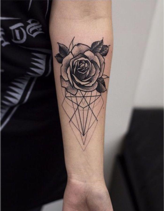 tatouage rose et figure géométrique, tatouage noir et élégant, idée tatouage cool