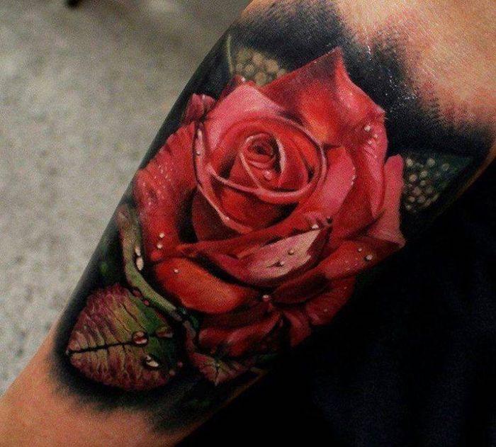 tatouage rose old school, gouttes d'eau sur les feuilles, rose épanouie, modele de tatouage